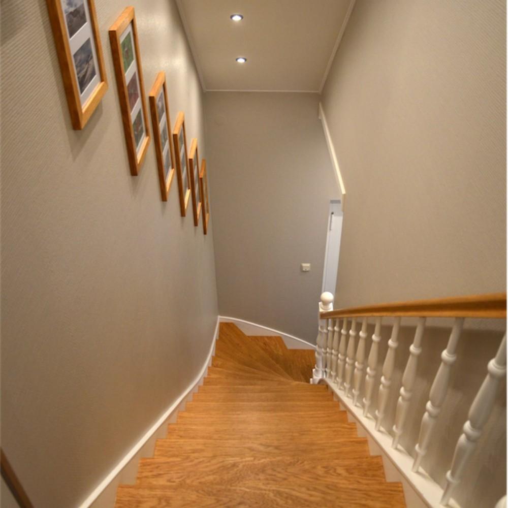 Renovierung einer alten Treppenanlage, Stufen mit Eiche belegt, Wangen in MDF weiß belegt