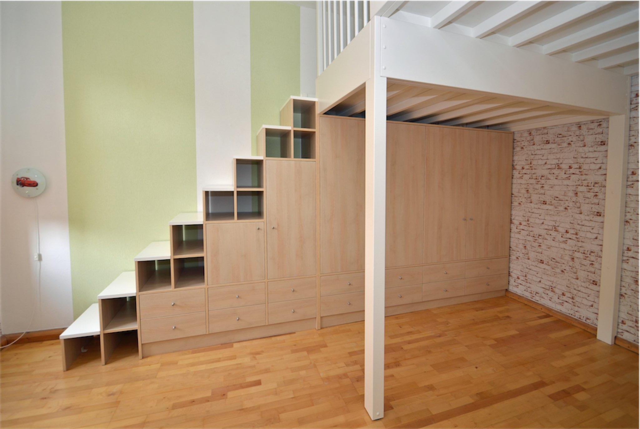 Einbauschrank als Treppe