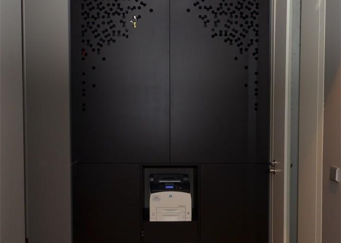 Einbauschrank in MDF schwarz durchgefärbt, lackiert
