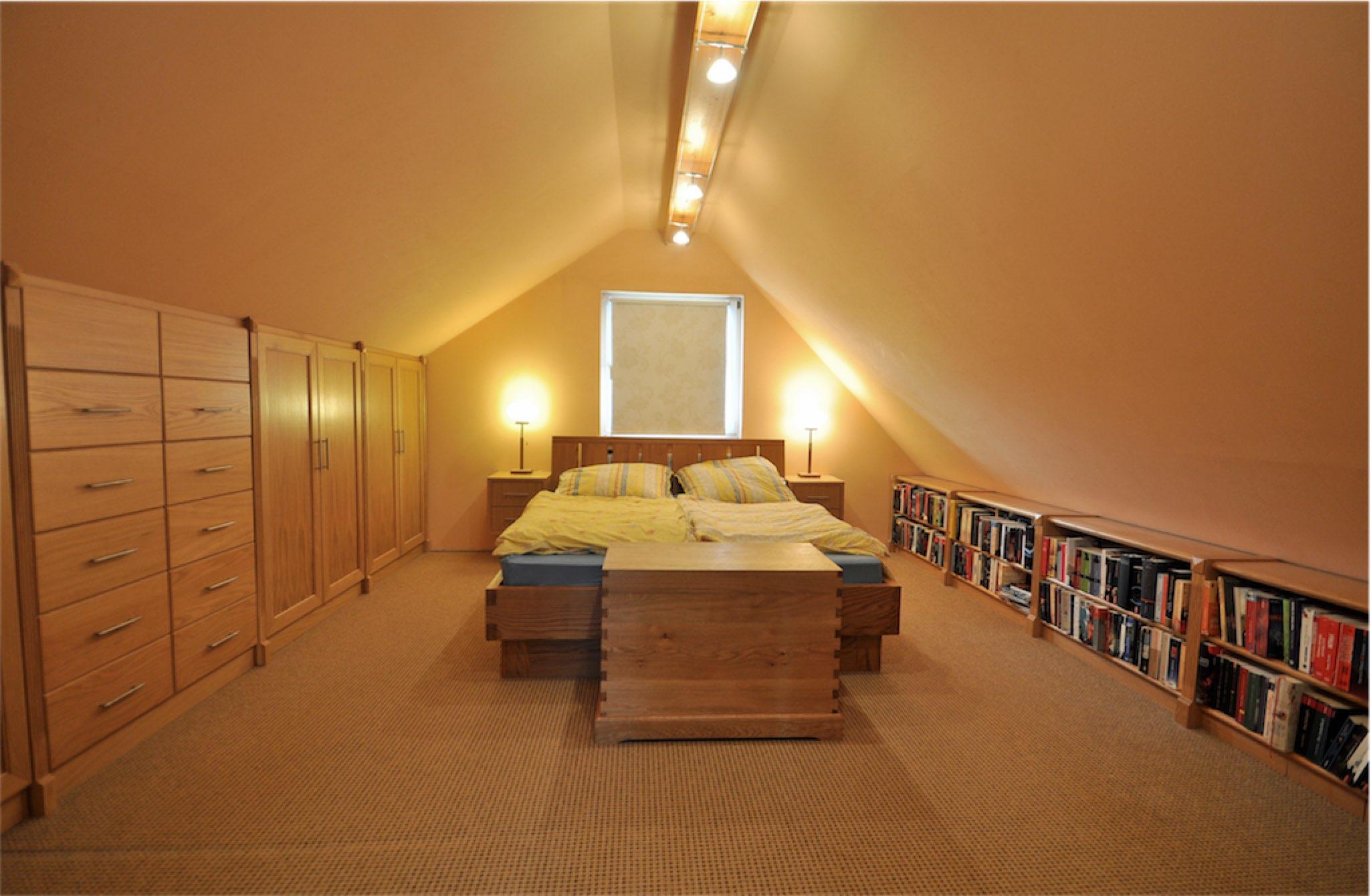 Schlafzimmermöbel mit Regal