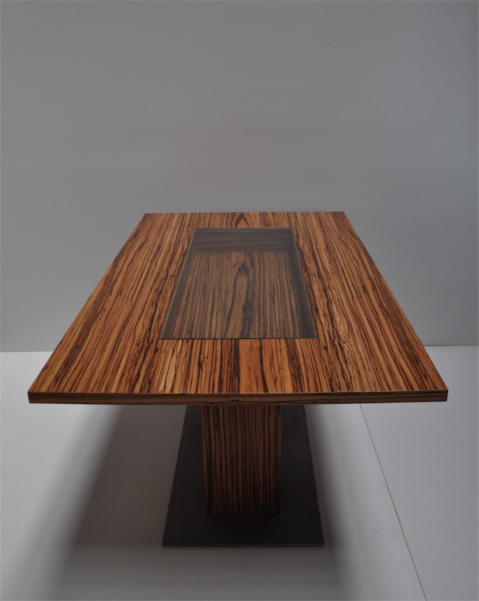 Tisch mit Glaseinlage