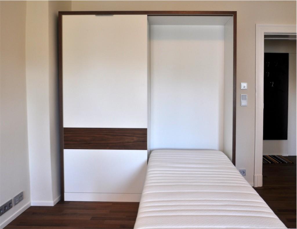 klappbett mit schrank good gebraucht klappbett with klappbett mit schrank fabulous klappbetten. Black Bedroom Furniture Sets. Home Design Ideas