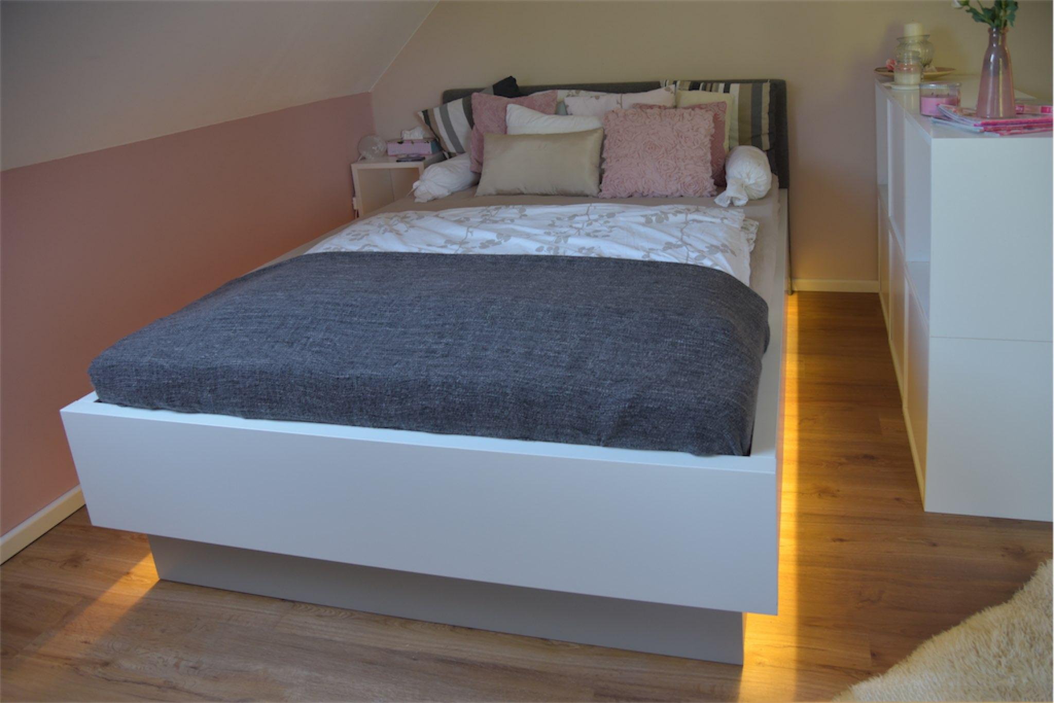 Bett in MDF lackiert