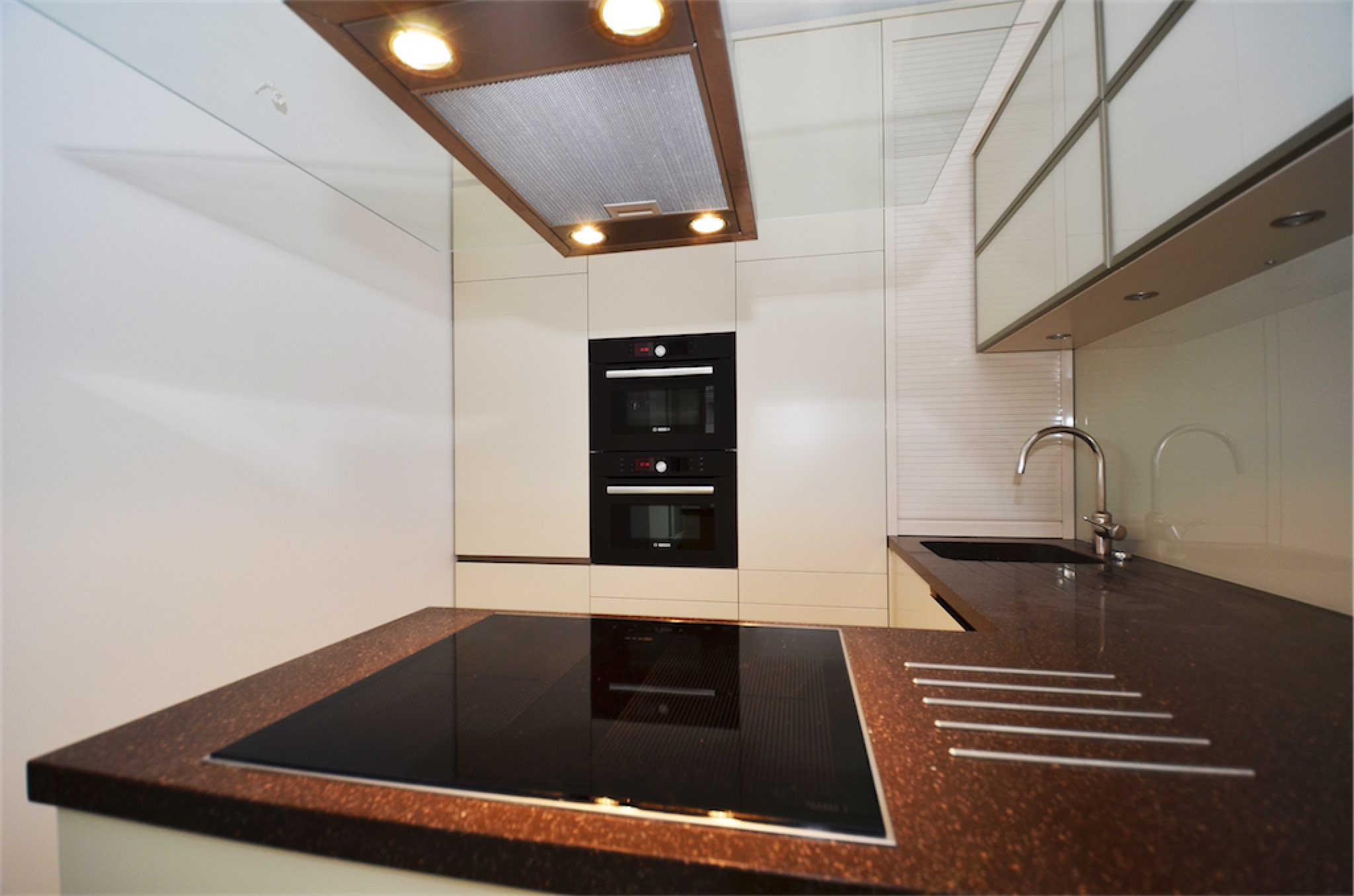 Küche mit Arbeitsplatte