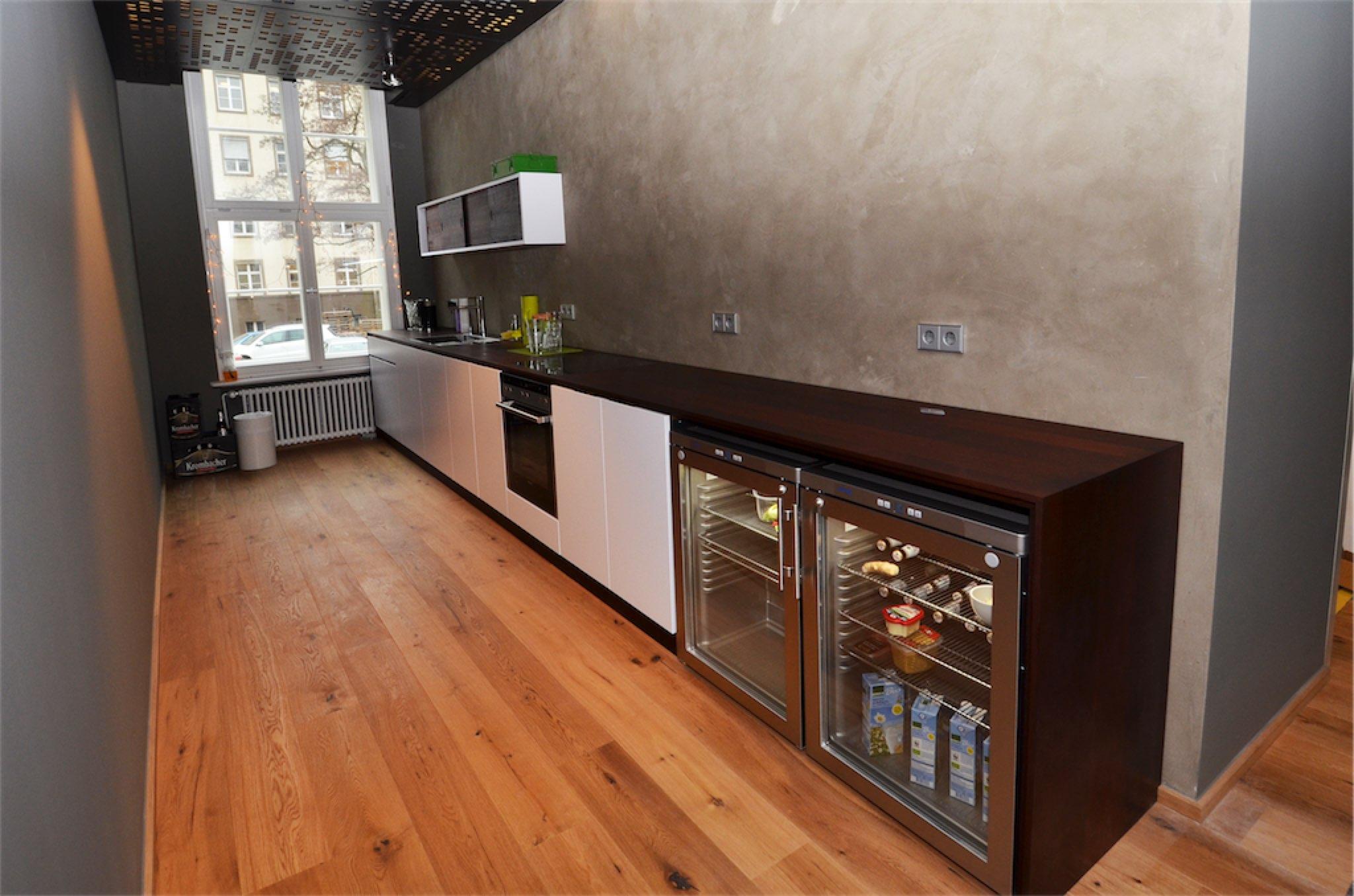 Küche in Schichtstoff weiß mit Arbeitsplatte