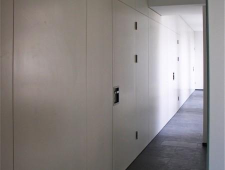 Büro Wand, rahmenlos, mit Wandpanelen in MDF lackiert