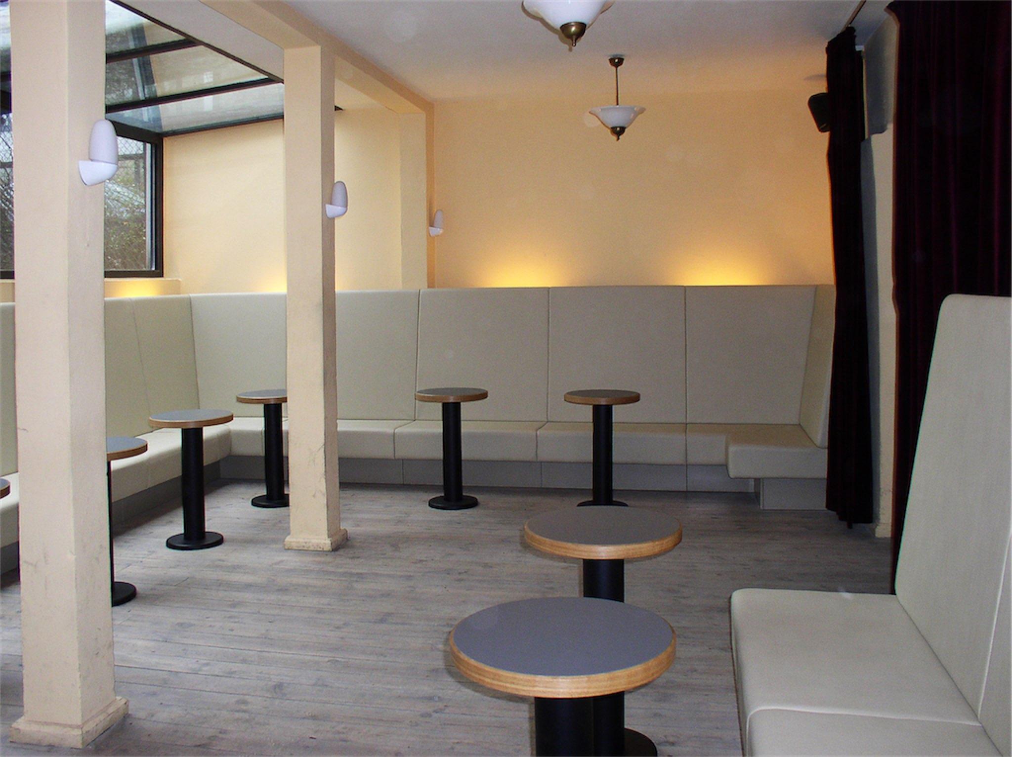 Lounge Bänke und Tische