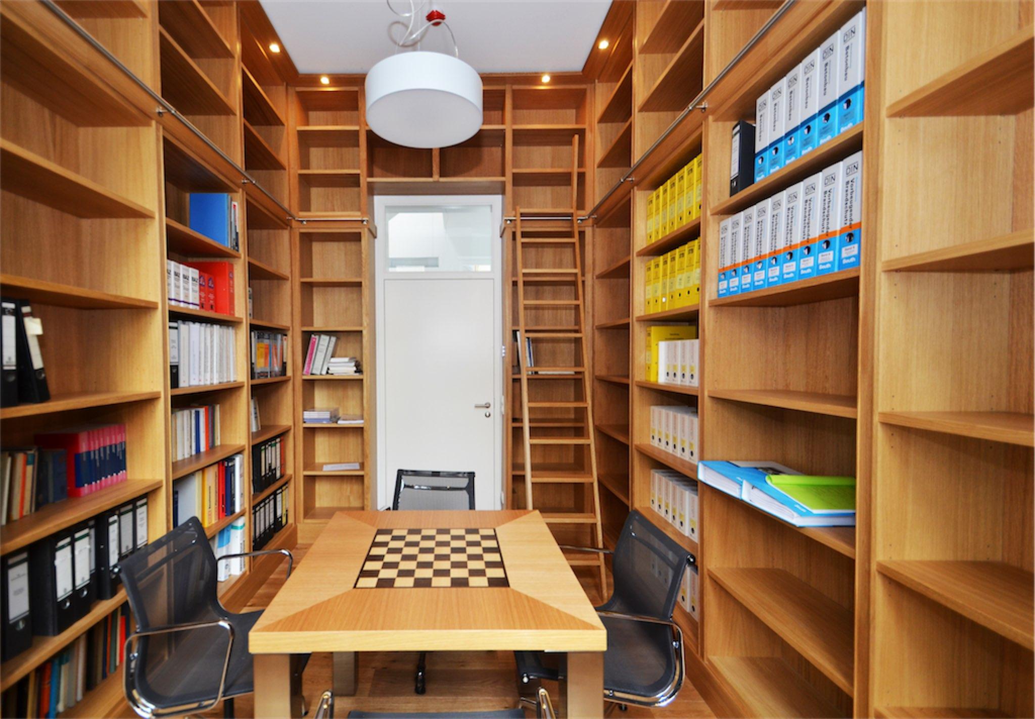 Bibliothek in Eiche